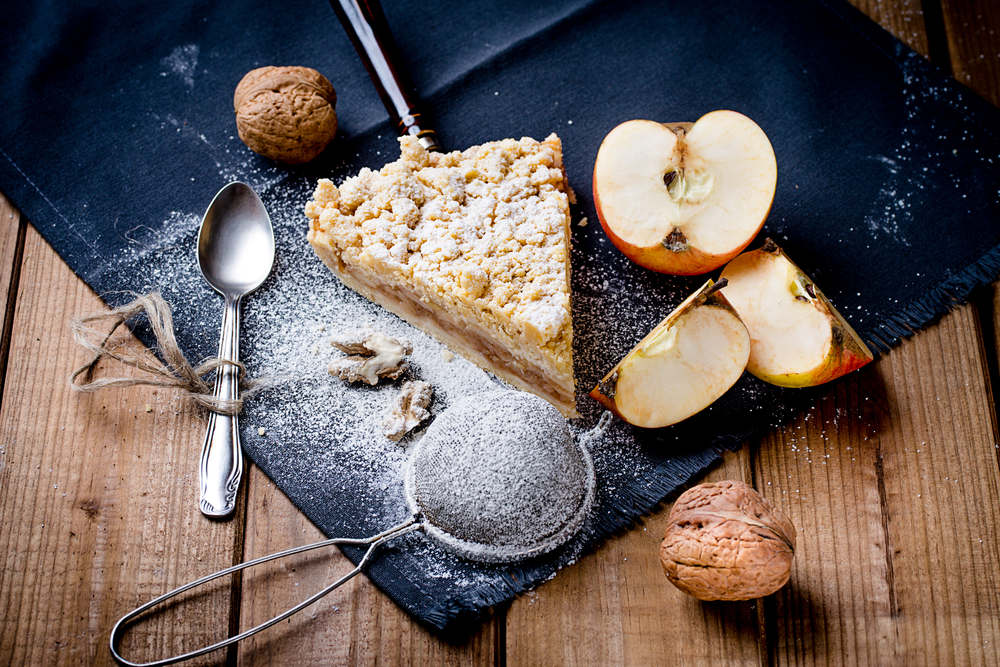 Veganer Apfelkuchen Mit Kokosmehl Und Zimtstreuseln Vegan24 Net