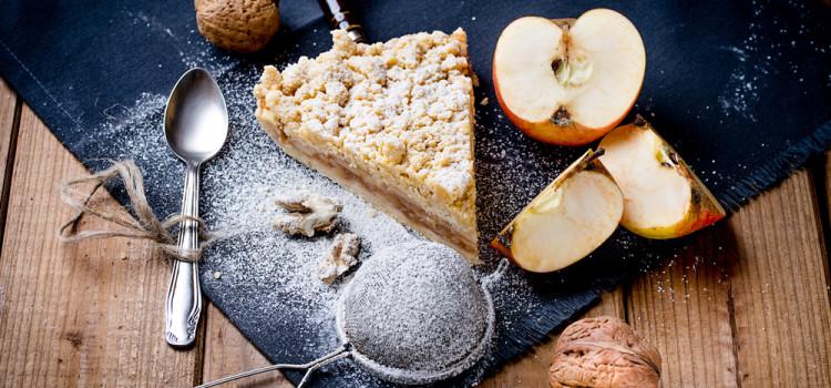Veganer Apfelkuchen mit Kokosmehl und Zimtstreuseln